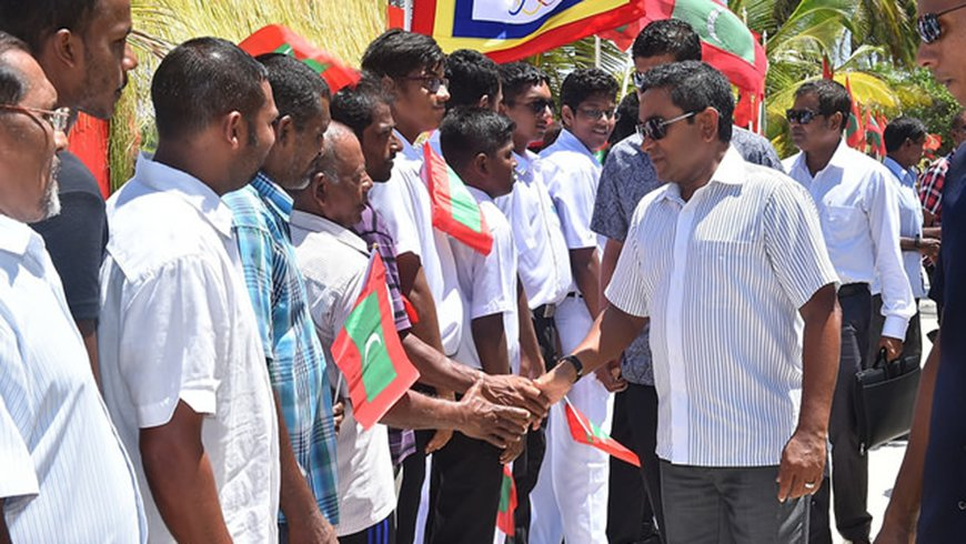 His Excellency President Abdulla Yameen Abdul Gayooom inaugurating the newly built integrated water supply system of Aa. Thoddoo island.