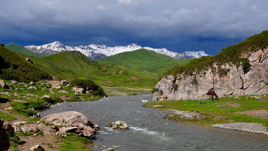 A UNDP-supported, GEF-funded project in the Altai Saiyan Ecoregion seeks to address problems created by intensifying pressure on the land through community-based management and conservation strategies. Photo credits: Midori Paxton, Adriana Dinu, Marc Foggin, Absalom Zerit/Shutterstock
