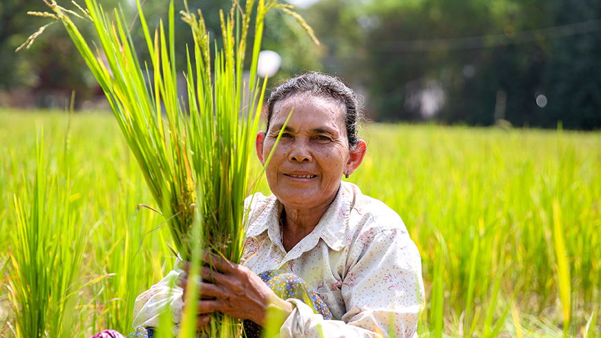 80 per cent of Cambodia's population live in rural areas. When it comes to climate change, farmers on the frontlines of climate change must be empowered. Photo: Ratha Soy/UNDP Cambodia.