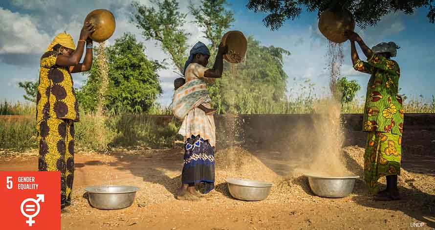 African women play a central role in achieving zero hunger and protecting our planet. Photo: UNDP.