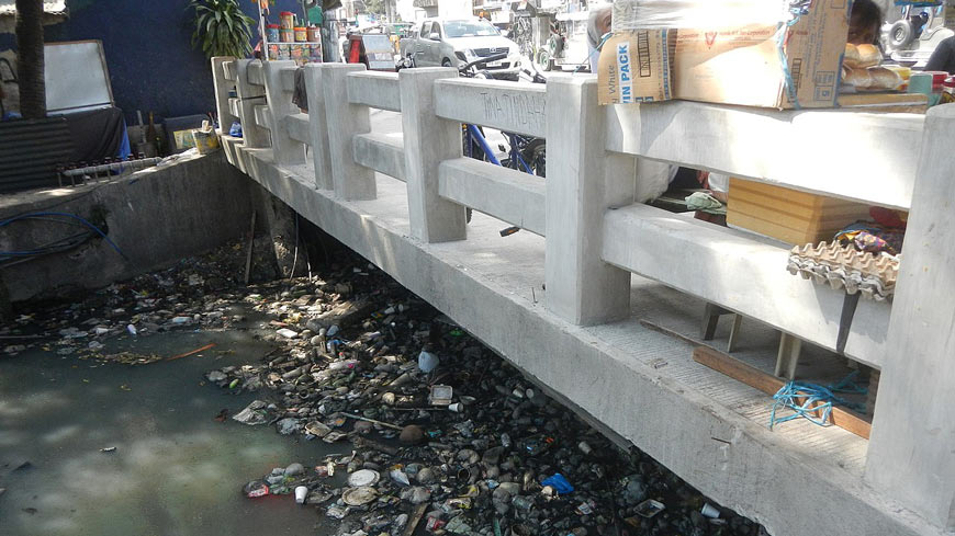 Polluted waterway in Manila
