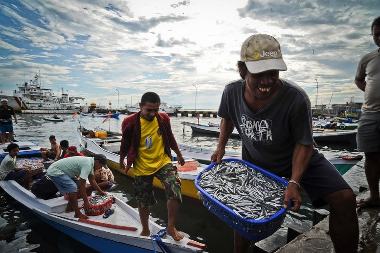 Coastal Communities in Indonesia Protect Coral Reefs to ...
