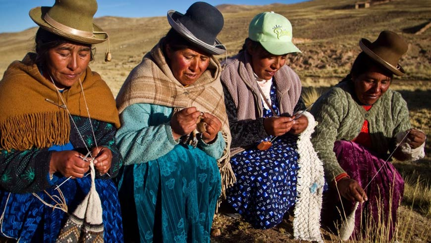 One of the project's main achievements is that the price of coloured Suri fibre has risen to surpass that of white Huacaya fibre, raising the value of Suri alpaca throughout the district.