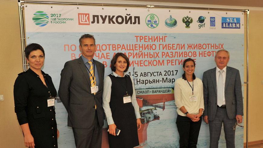 PAO 'LUKOIL' executives and Sea Alarm Foundation experts at the training in Naryan-Mar.