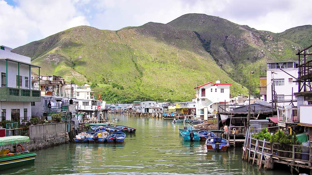 Tai O, a traditional fishing village community at Lantau island, Hong Kong. Photo: balipadma/Shutterstock.