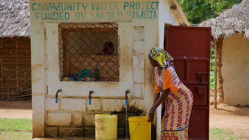 Kenyan woman collecting water