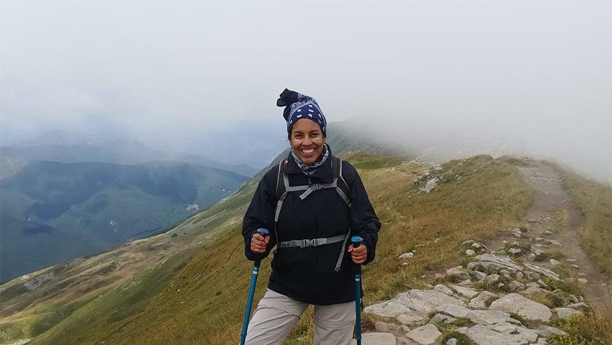 Rocío Cóndor on a mountain ridge in Italy