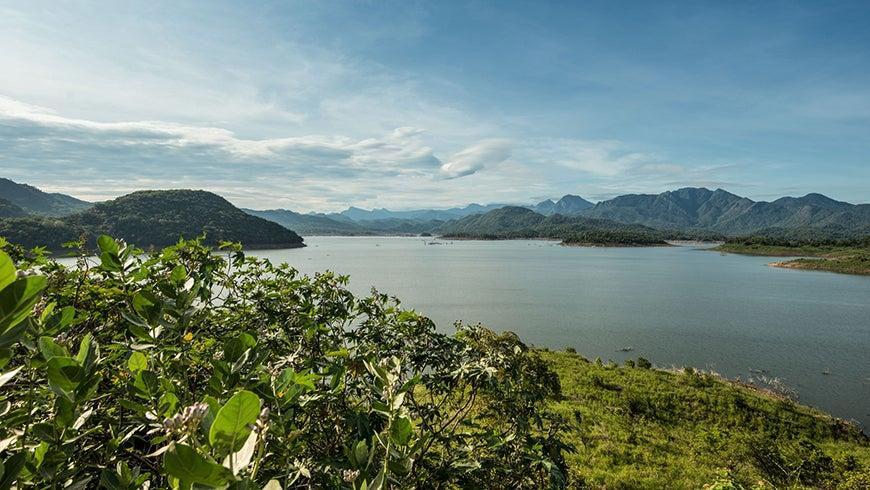 Landscape shot of Mahaweli River in Sri Lanka
