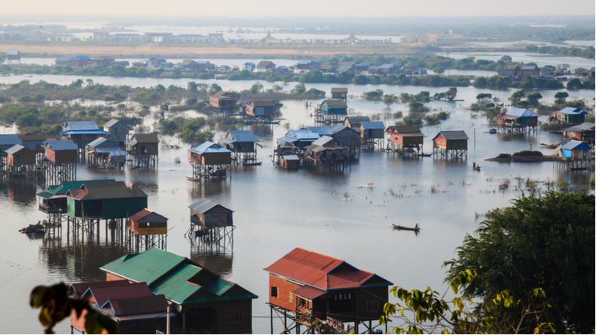 Houses in Tonle Sap, Cambodia. Photo: takepicsforfun/Shutterstock.